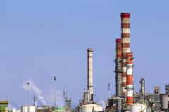 Teollisuuden savua savupiipusta Kuvituskuvat