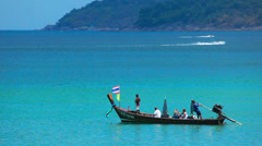 Traditional thai fishing boat with tourists on board Stock Footage