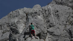 Free climbing Valley [straight to the top] Stock Footage