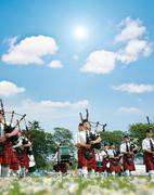Marssi skotlantilainen yhtye marssi ruoho Kuvituskuvat