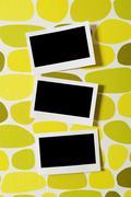 Suunnittelija käsite - tyhjä valokuvakehykset ja valokuvia Kuvituskuvat