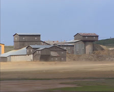 Exterior Storwartz gruve, copper mine + swift zoom out Stock Footage