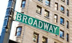 Kuuluisia broadway katukyltit keskustassa New Yorkissa Kuvituskuvat