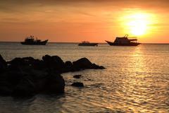 Sunset above the sea at koh lipe Stock Photos