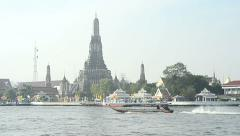 Long tail motor boat cruise in Chaopraya river  with Wat Arun background Stock Footage