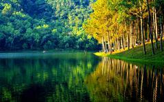 Pang ung lake and mountains, thailand Stock Photos