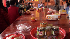 Taking food in a Taoist temple in Taipei Stock Footage