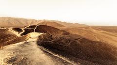 Aavikon Perun tie Kuvituskuvat