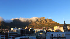 A primetime pan view of the famous table mountain Stock Footage