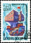 Ussr-circa 1981: a stamp printed in ussr, 25 years of soviet antarctic observ Stock Photos