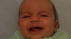 Koko kasvot itku vauva audio Arkistovideo