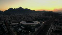 Ilmakuva Maracanã Stadium ja kaupungin valot yöllä, Rio De Janeiro, Brasilia Arkistovideo