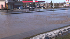 Major city water main break floods streets in cold winter weather Stock Footage