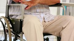 Masentunut vanhempi mies pyörätuolissa Arkistovideo