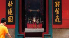 Kuala Lumpur Chinatown Quan Di Temple worshipper praying burning incenses Stock Footage