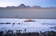 Auringonlasku Bonneville Suolatasangot Utah hopea saari vuorijono Kuvituskuvat