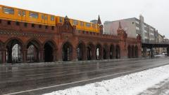Berlin Ubahn Underground passing on Oberbaumbrücke - cars passing by Stock Footage