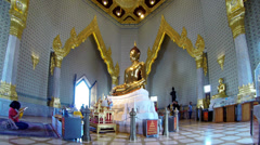Girl praying to the Golden Buddha - Bangkok Stock Footage