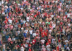 Vicenza, vi, Italia - April 06 fania aikana jalkapallo-ottelun stadionilla, v Kuvituskuvat