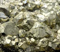 Rock mineraali rikkikiisu kiteitä tai kultaa juuri löytänyt geologi Kuvituskuvat