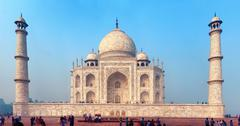 Agra, india - 17 nov 2012: one of the main attractions of india. great taj ma Stock Illustration