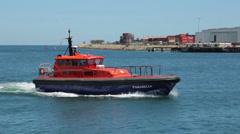 Parmelia pilot boat passes up river, fremantle, perth, australia Stock Footage