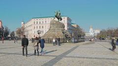 People sightseeing the Khmelnytsky Monument in Kiev Stock Footage