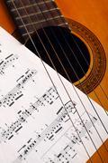 Klassinen kitara ja muistiinpanoja Kuvituskuvat