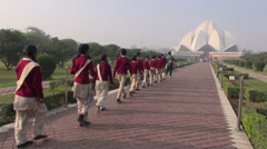 Schoolchild group slowly going to Bahai House Lotus temple in New Delhi Stock Footage