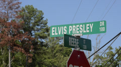 Elvis Presley Drive in Tupelo Mississippi road sign of his birth place Stock Footage