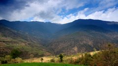 Liikkuminen pilviä vuorilla, Himalaja, Nepal. Arkistovideo