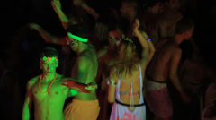 Girls and boys at Full Moon party on island Phangan. Dancing on the beach. Stock Footage