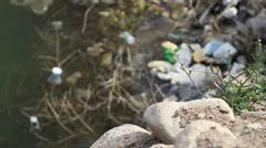 Ympäristön pilaantumisen pato. keskittyvät kivistä veteen Arkistovideo