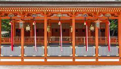 Traditional shinto architecture and stone lanterns at fushimi inari shrine in Stock Photos