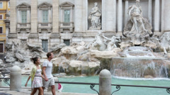 Rome couple sightseeing Trevi Fountain in Italy Stock Footage