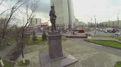 Monument on Preobrazhenskaya square with traffic Stock Footage