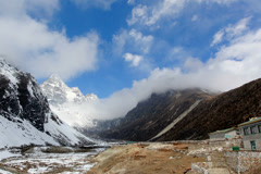 4K. Movement of the clouds on the mountains Cho Oyu, Himalayas, Nepal.  Stock Footage