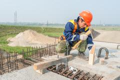 Worker mount bridge span - stock photo