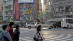Famous Shibuya scrambled crossing real time Stock Footage