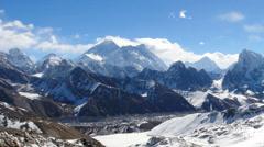 Liikkuminen pilviä vuorilla Everestin, Renjo Pass. Himalajan Nepal Arkistovideo