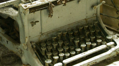 Vintage typewriter (zoom out of keys) Stock Footage