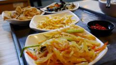 4k Ultra HD Viivästys video syöminen kiinalaista ruokaa. (TL-MEAL - 1) Arkistovideo