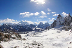 4K. Liikkuminen pilviä vuorilla Everestin, Renjo Pass. Himalayas Arkistovideo