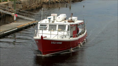 Maine boat arrives from fishing trip Stock Footage