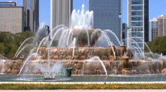 Closer View of Buckingham Fountain Stock Footage