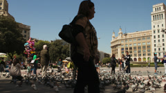 People feed pigeons in a squeare Stock Footage