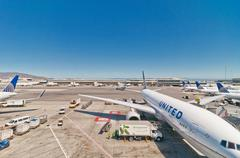 United Airline Boeing 767-322 at San Francisco International Airport Stock Photos