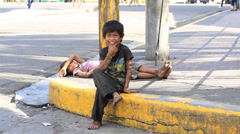 Beggar children live on the street in Cebu city, Philippines Stock Footage