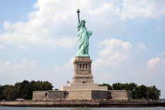 Statue of liberty seen from the water Stock Photos