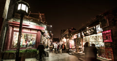4K-The visitors walk through the famous yandaixiejie hutong to the Houhai Stock Footage